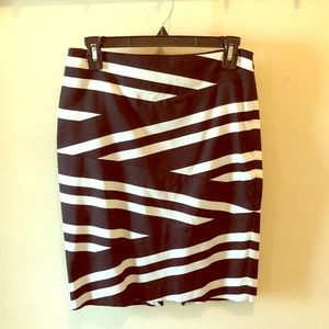 EUC WHBM Black and White skirt, size 2